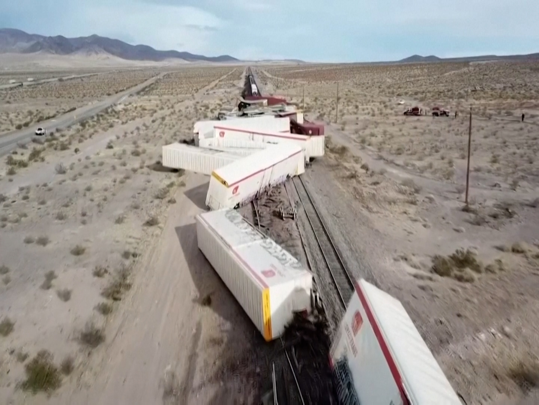 VIDÉO. Spectaculaire déraillement d'un train de marchandises dans le désert californien