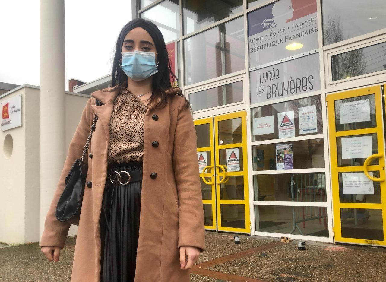 Rouen : mobilisation autour d'une élève modèle menacée d'expulsion