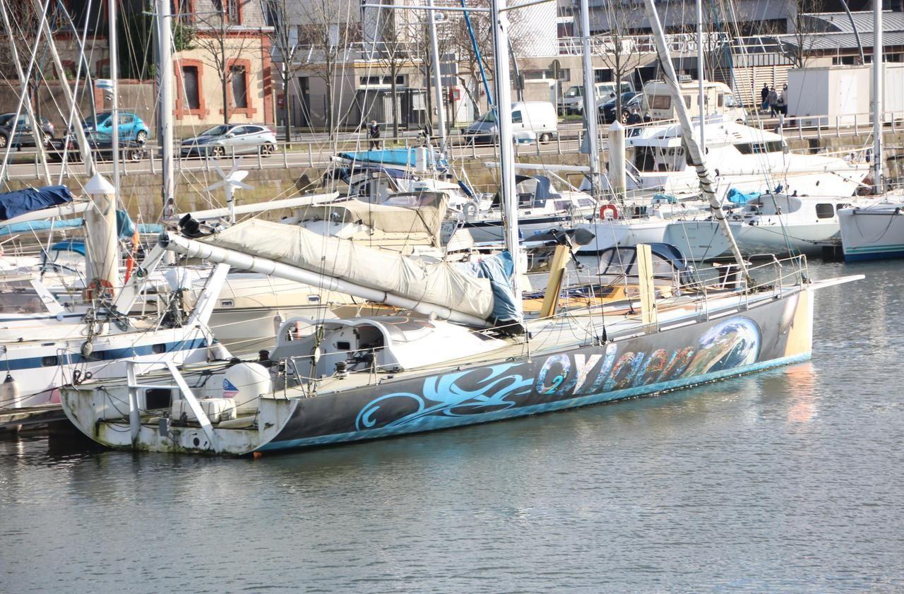 L'ancien voilier de Christophe Auguin, héros du Vendée Globe, abandonné dans le port de Cherbourg
