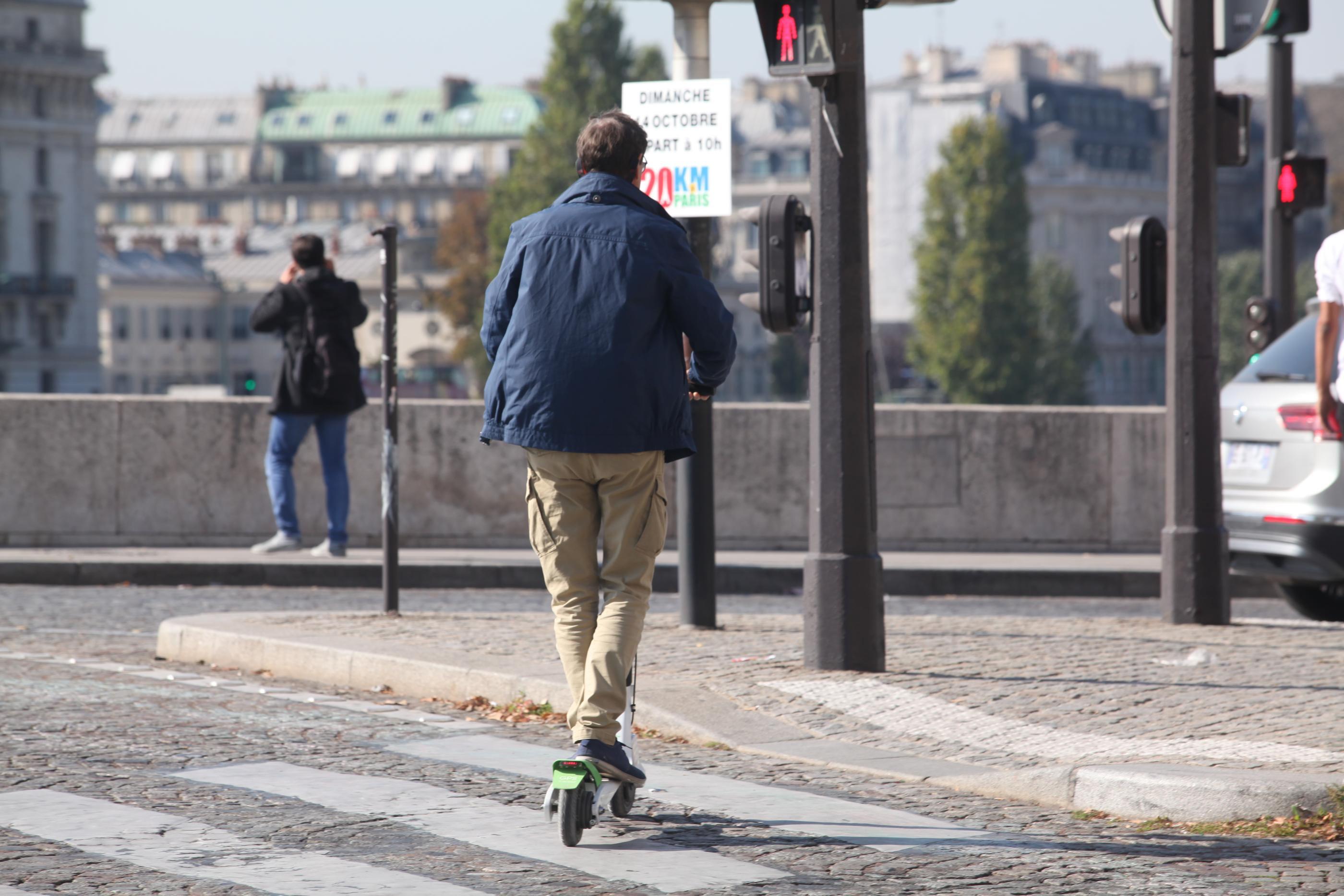 Jura : flashé à 57 km/h sur sa trottinette électrique - Le Parisien
