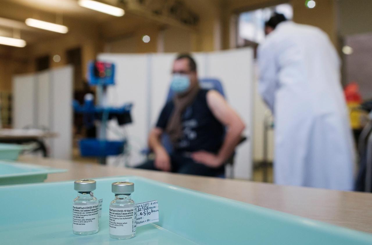 Vaccin Pfizer : des soignants en colère après le vol d'un flacon par un médecin dans l'Oise - Le Parisien