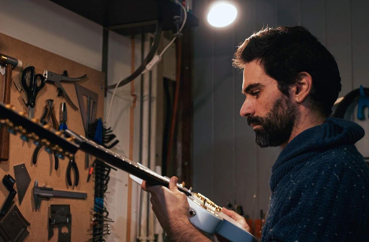 Ligérie : des guitares électriques en bois bien de chez nous