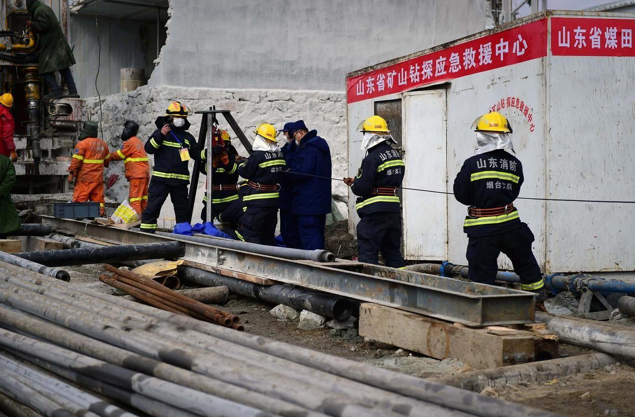 Chine : une dizaine de mineurs sauvés, les secours poursuivent leur course contre la montre