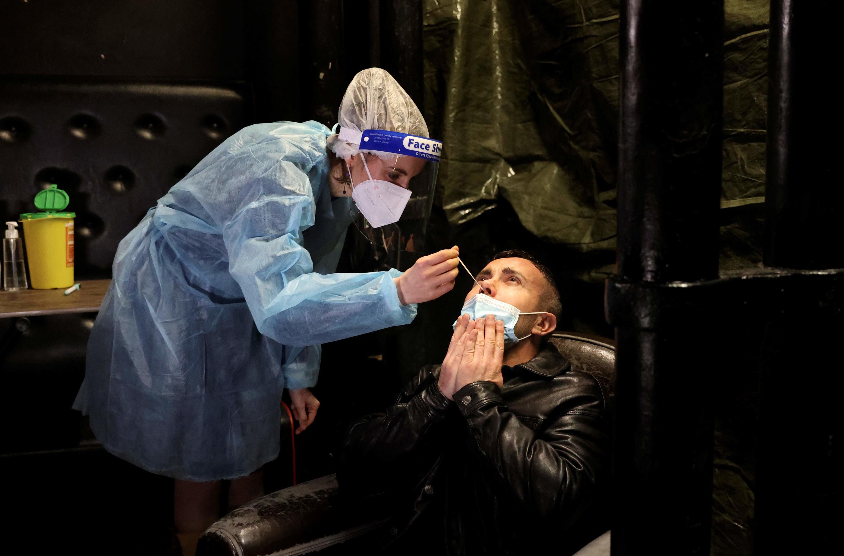 Covid-19 en France : 297 décès et 25 387 contaminations en 24h - Le Parisien