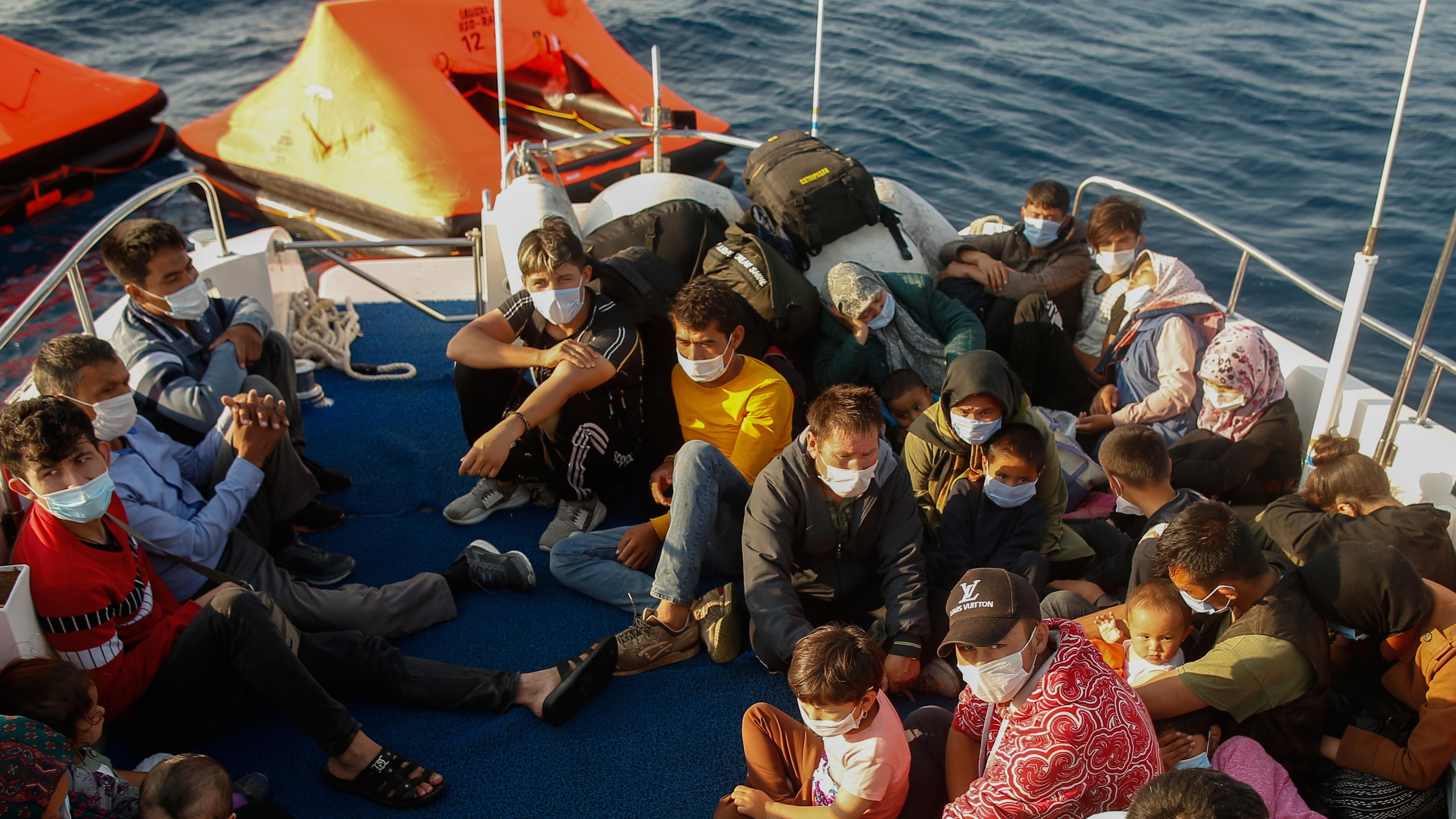 """EU-Kommission fordert Aufklärung von Frontex und Athen wegen möglicher """"Pushbacks"""""""