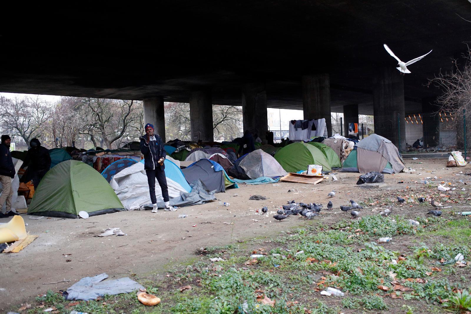 Hemlös får bidrag för att bo i tält HD