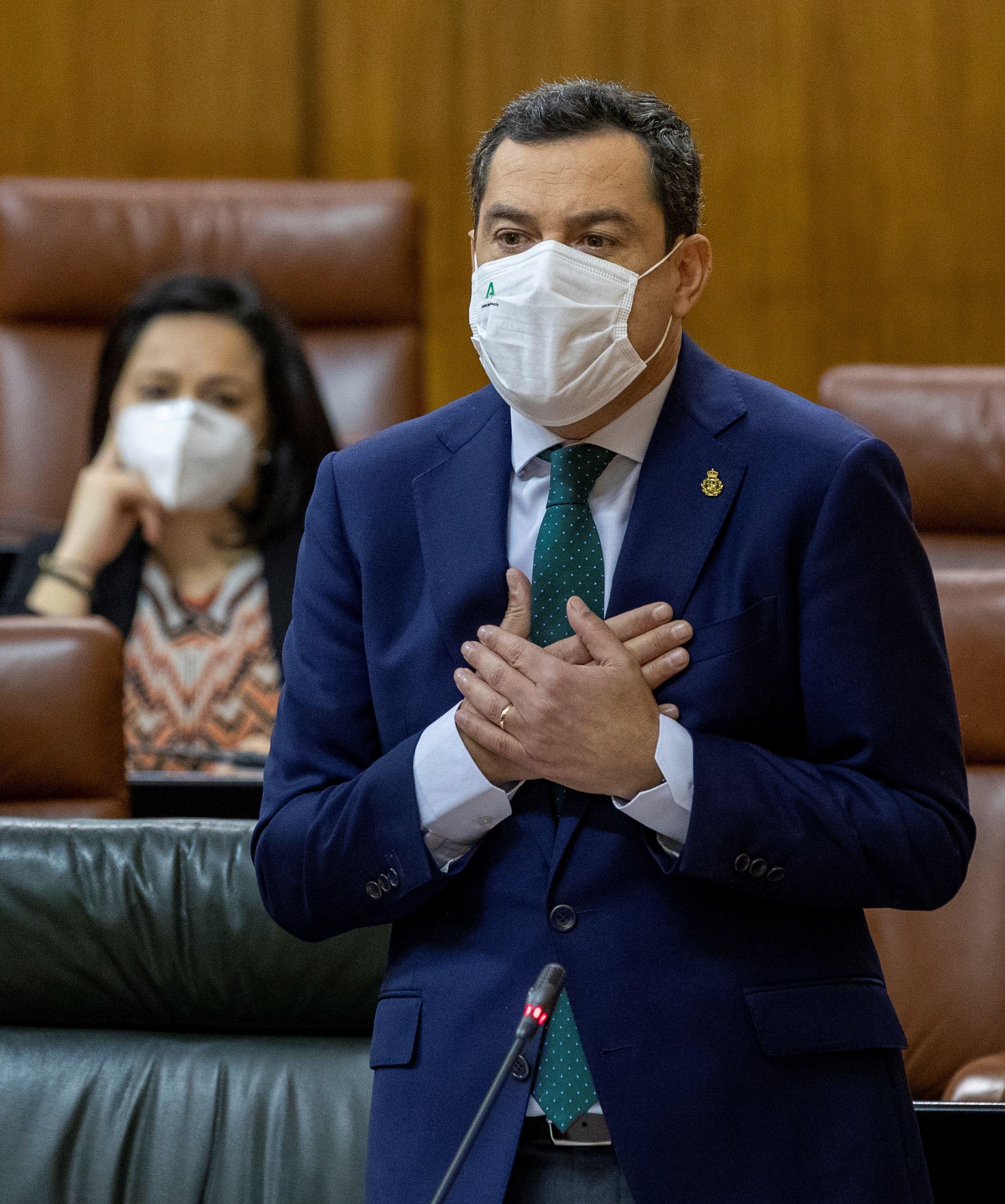 El presidente andaluz, Juanma Moreno, en la sesión de control al Gobierno, el pasado 11 de febrero.