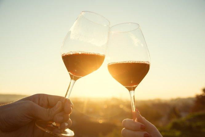 En sus restaurantes, la carta de vinos puede llegar a ser un gran libro en tapa dura de cientos de páginas. pero si tienen que quedarse con uno, ¿cuál eligen? Hemos preguntado a algunos de los cocineros más reputados de nuestro país y esto es lo que nos han dicho.