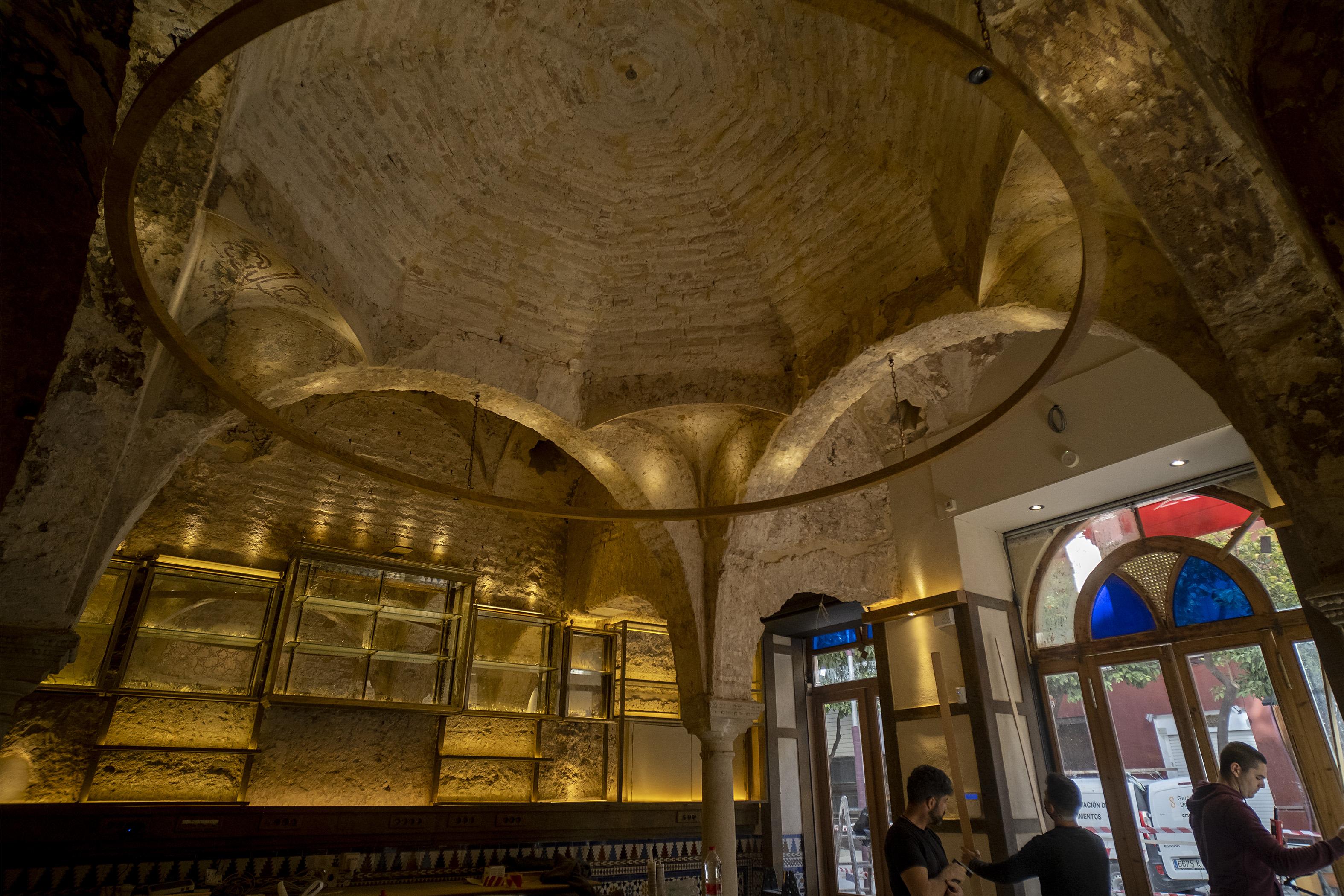 Las Obras De Un Bar De Sevilla Desvelan Un Baño Islámico Del Siglo Xii Decorado En Su Totalidad Cultura El País