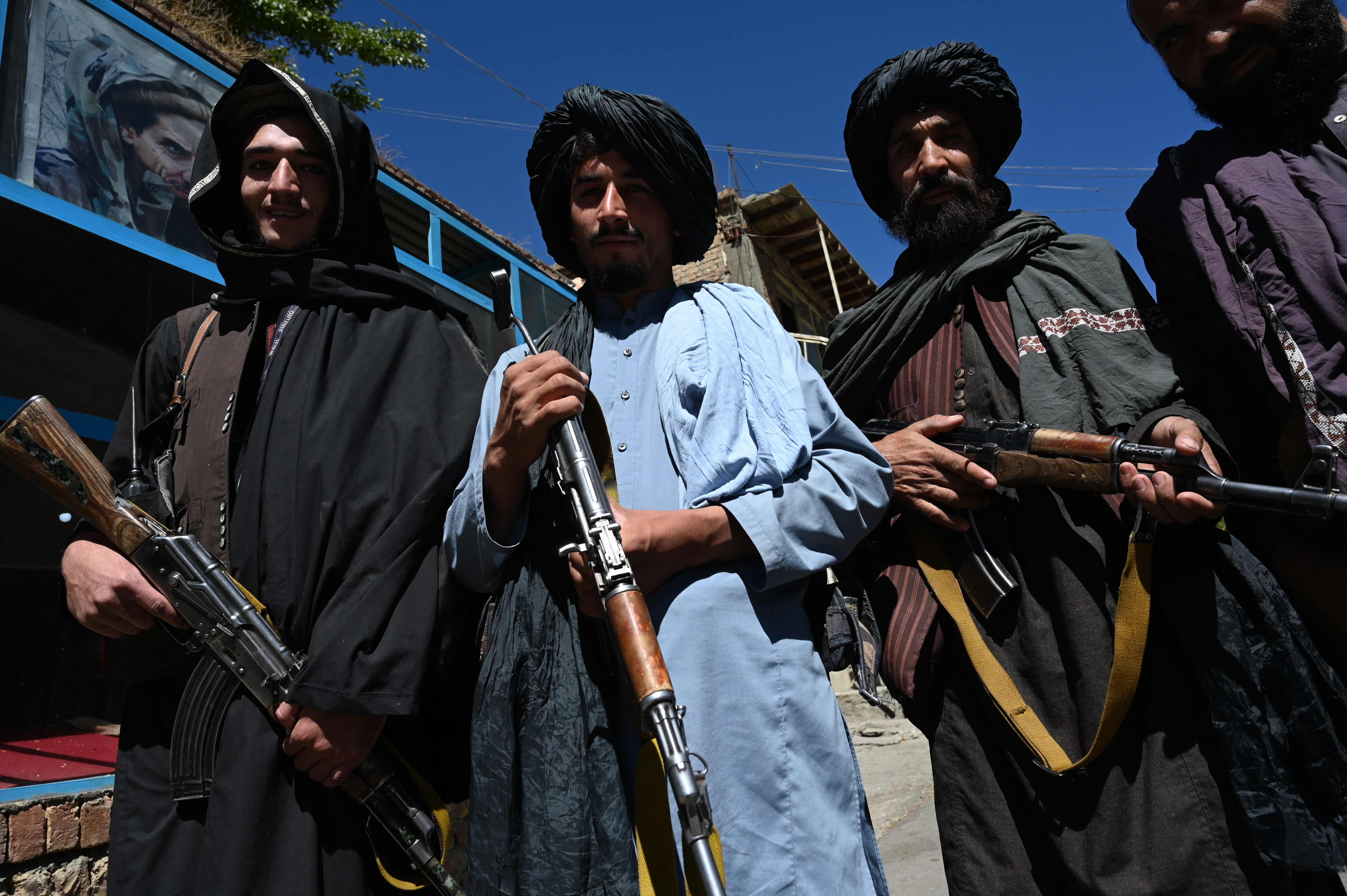 """Los talibanes planean transformar la milicia en un ejército regular """"disciplinado y fuerte"""""""