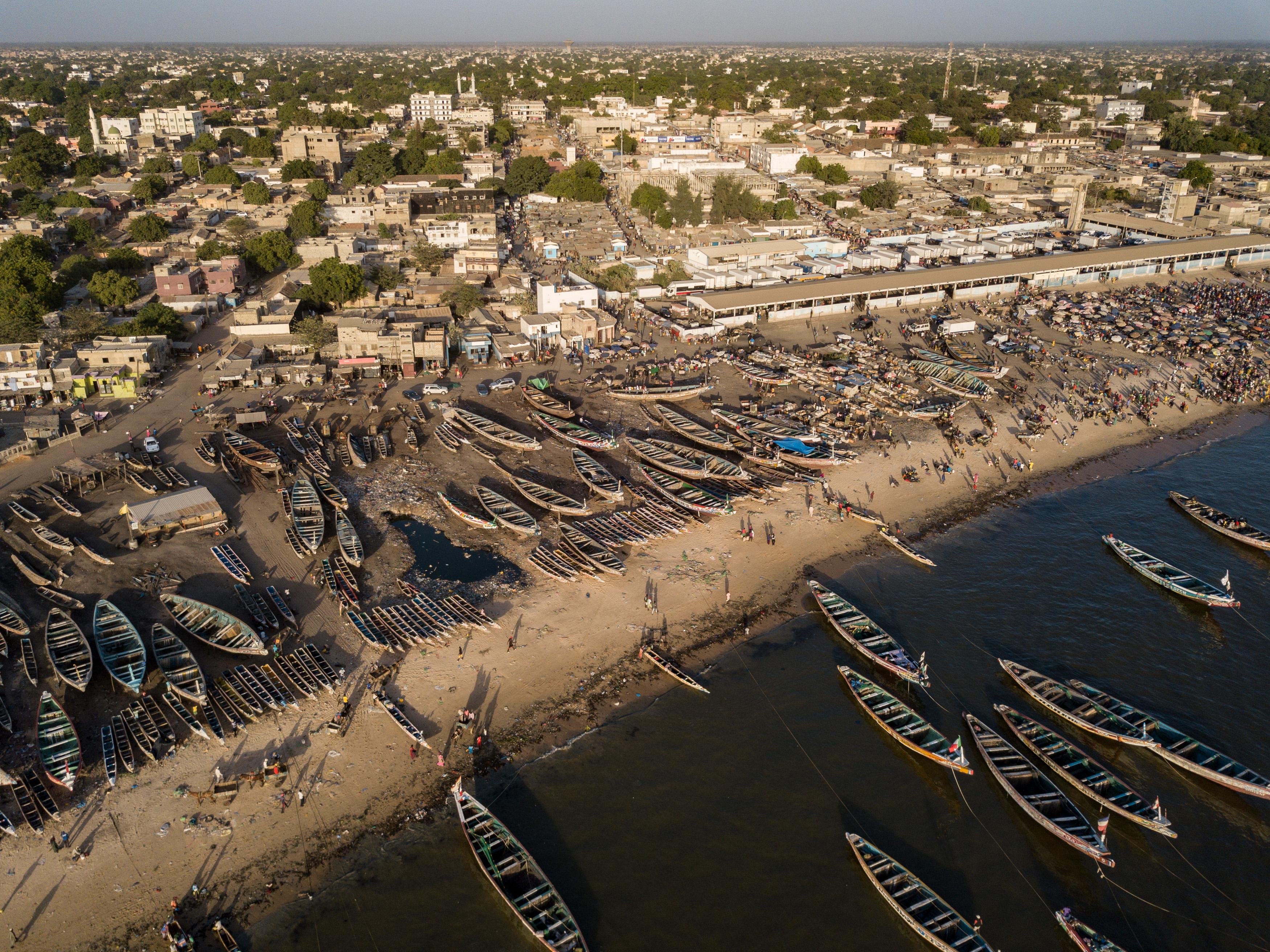 Viaje a Mbour, la costa senegalesa de los naufragios olvidados: ?Este lugar está muerto?