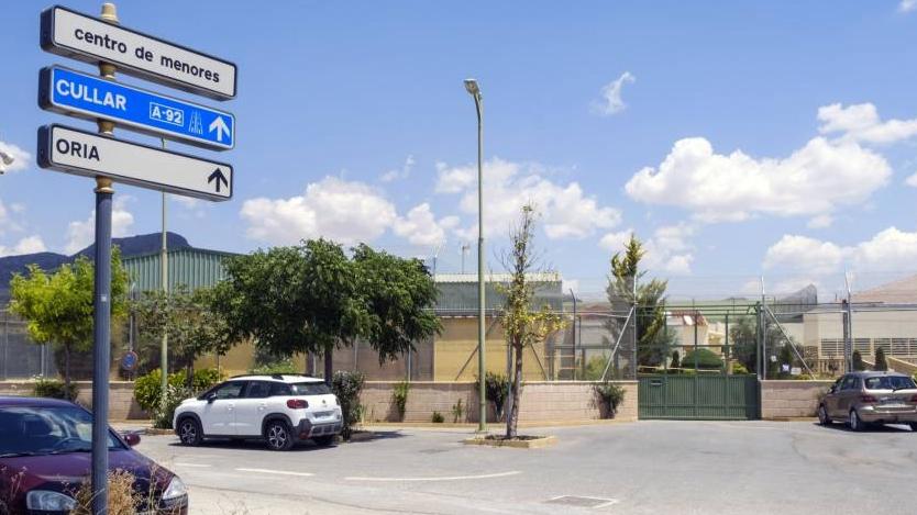 El Defensor reclama al Gobierno que derogue la norma que permite atar a menores en los centros de internamiento