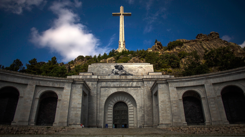 El Ayuntamiento de San Lorenzo de El Escorial aprueba la licencia para las exhumaciones del Valle de los Caídos