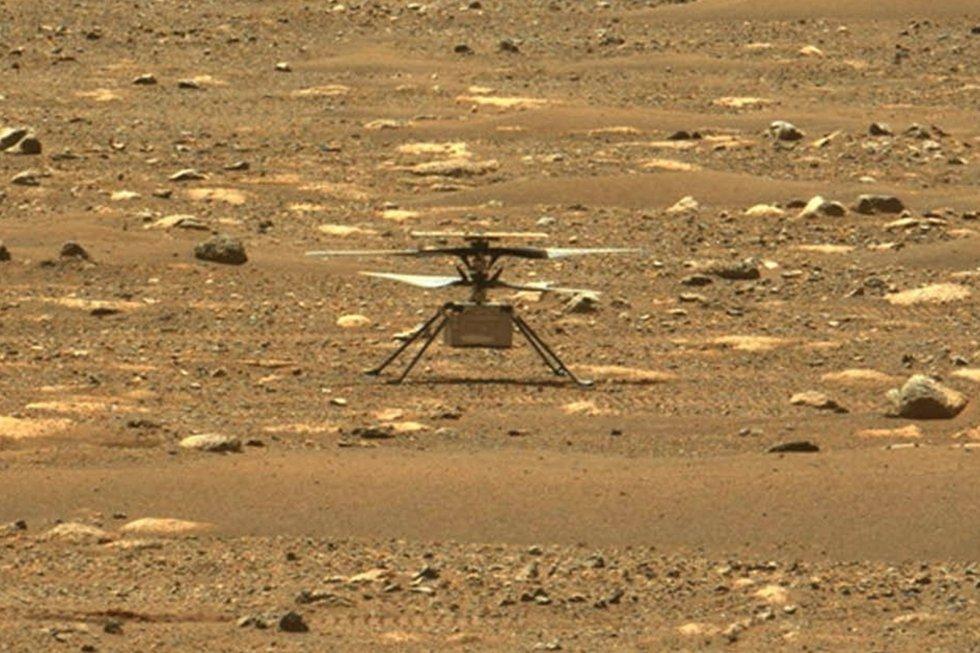 El 'Ingenuity', poco después de haber completado el vuelo sobre Marte. El 'Perseverance' y su pasajero 'Ingenuity' aterrizaron con éxito el pasado 18 de febrero.