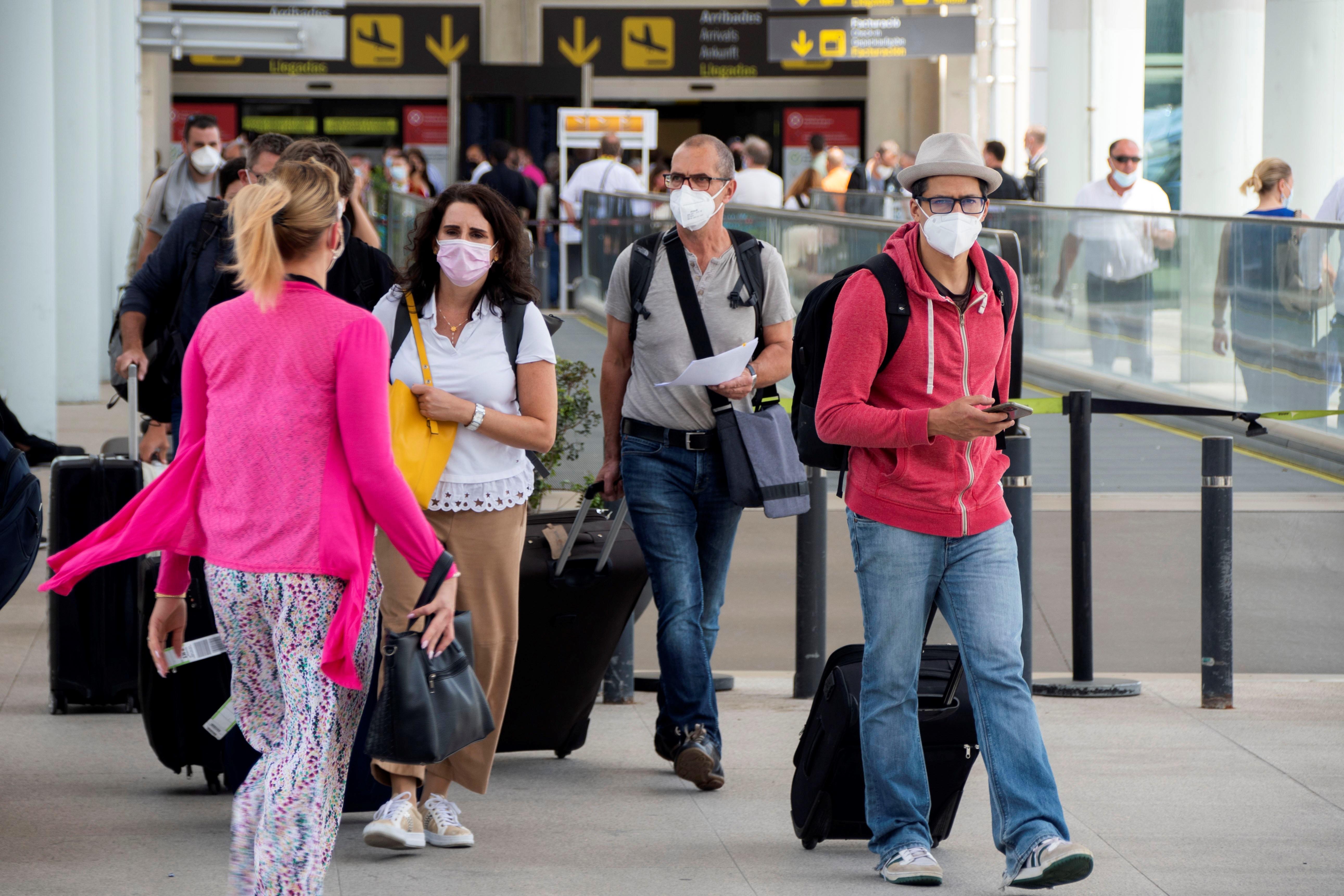 Los precios del transporte aéreo de pasajeros registran en el segundo trimestre su mayor caída en 14 años