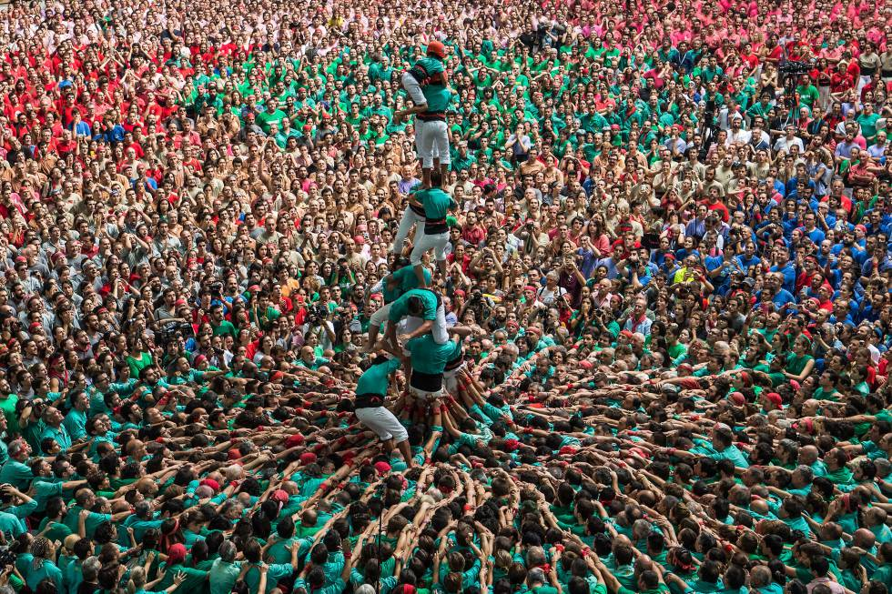 Los 'castellers' vuelven a la actividad en Vilafranca tras una temporada perdida por la pandemia