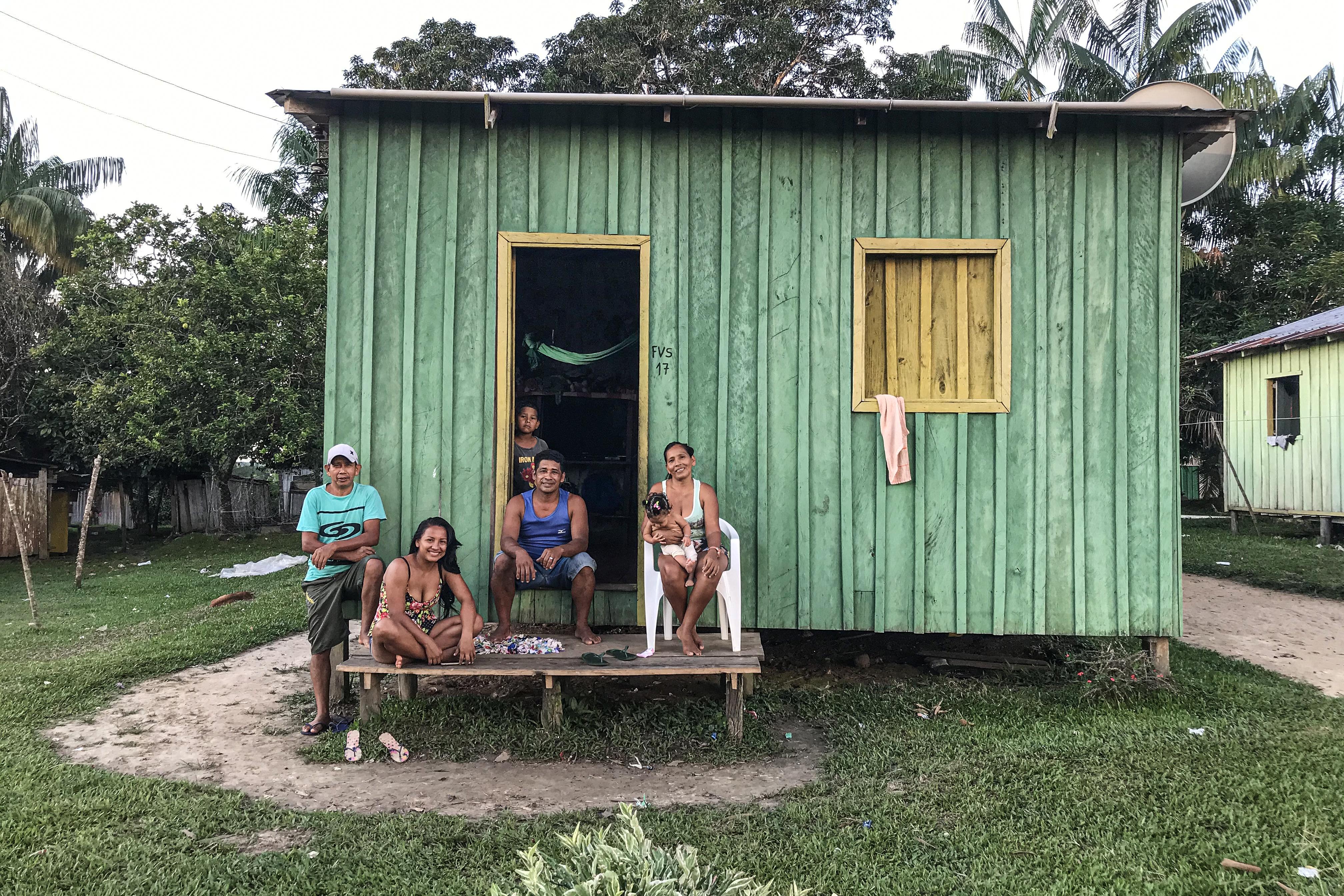 Los guardianes de la Amazonia quieren su parte de la pasión por el açai, la baya 'milagrosa'