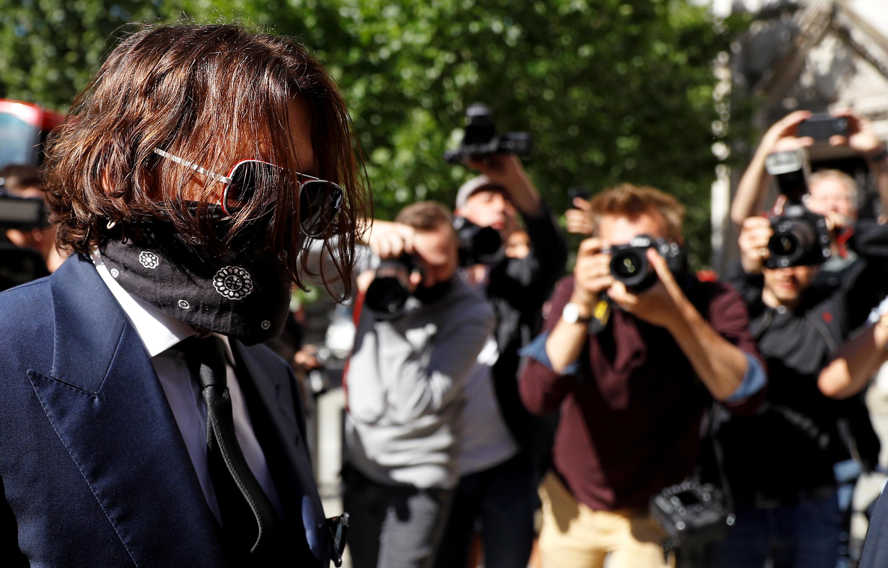 Johnny Depp sienta en el banquillo al diario 'The Sun' por acusarle de ser  un marido violento | Gente | EL PAÍS