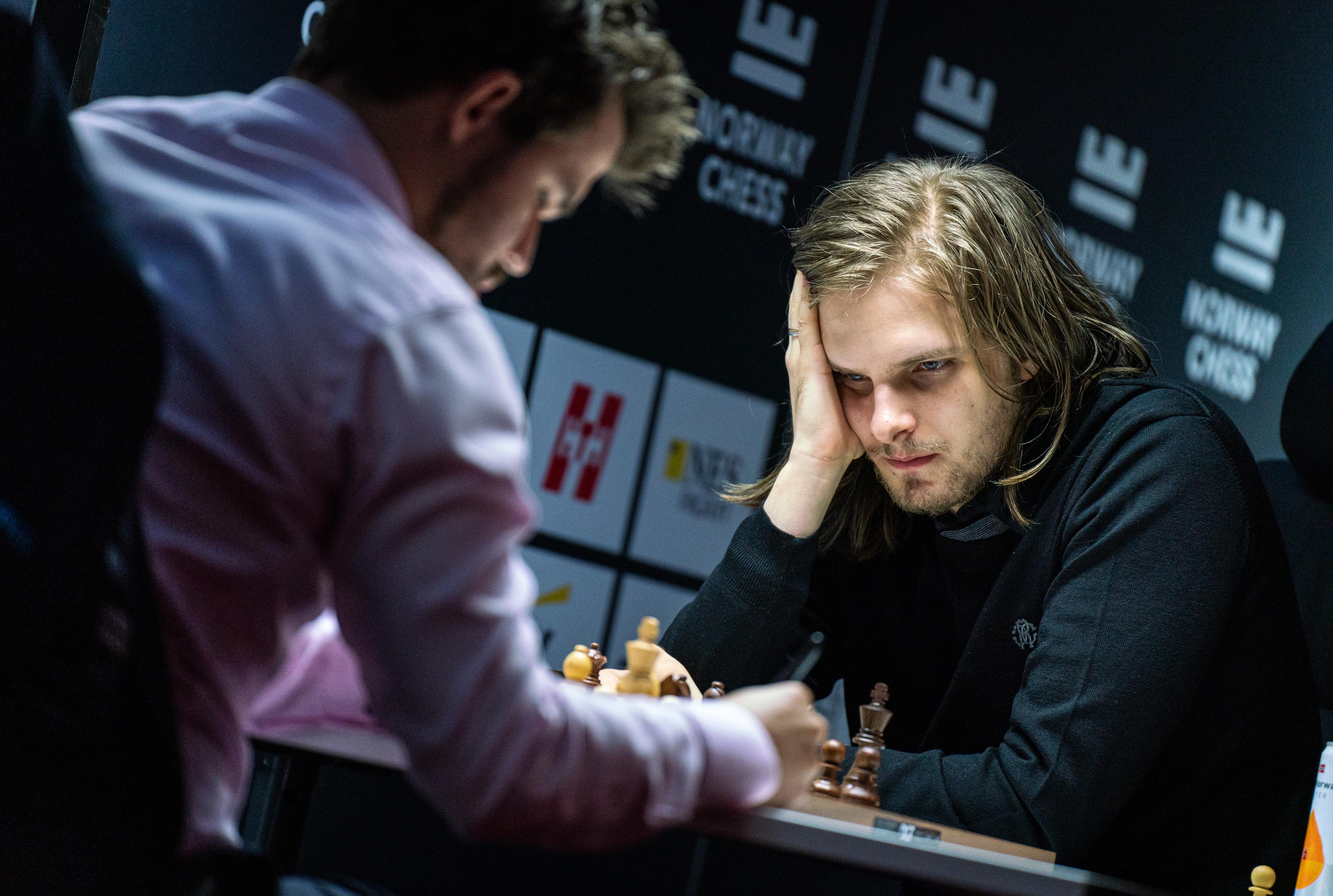 Carlsen doblega a Rapport en la 5ª hora