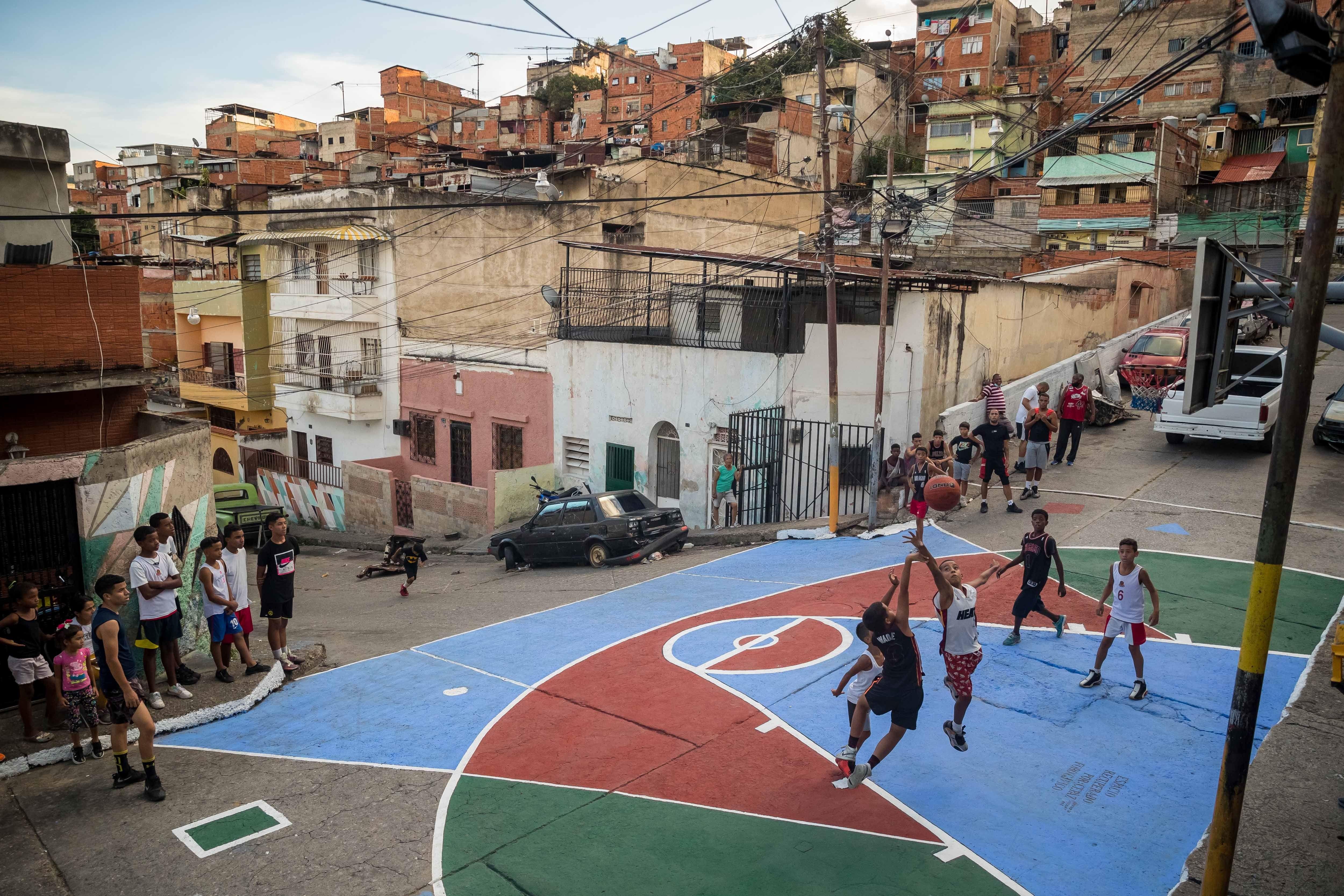 Se dispara la pobreza extrema en Venezuela: el 76,6% de su población vive con menos de 1,2 dólares al día