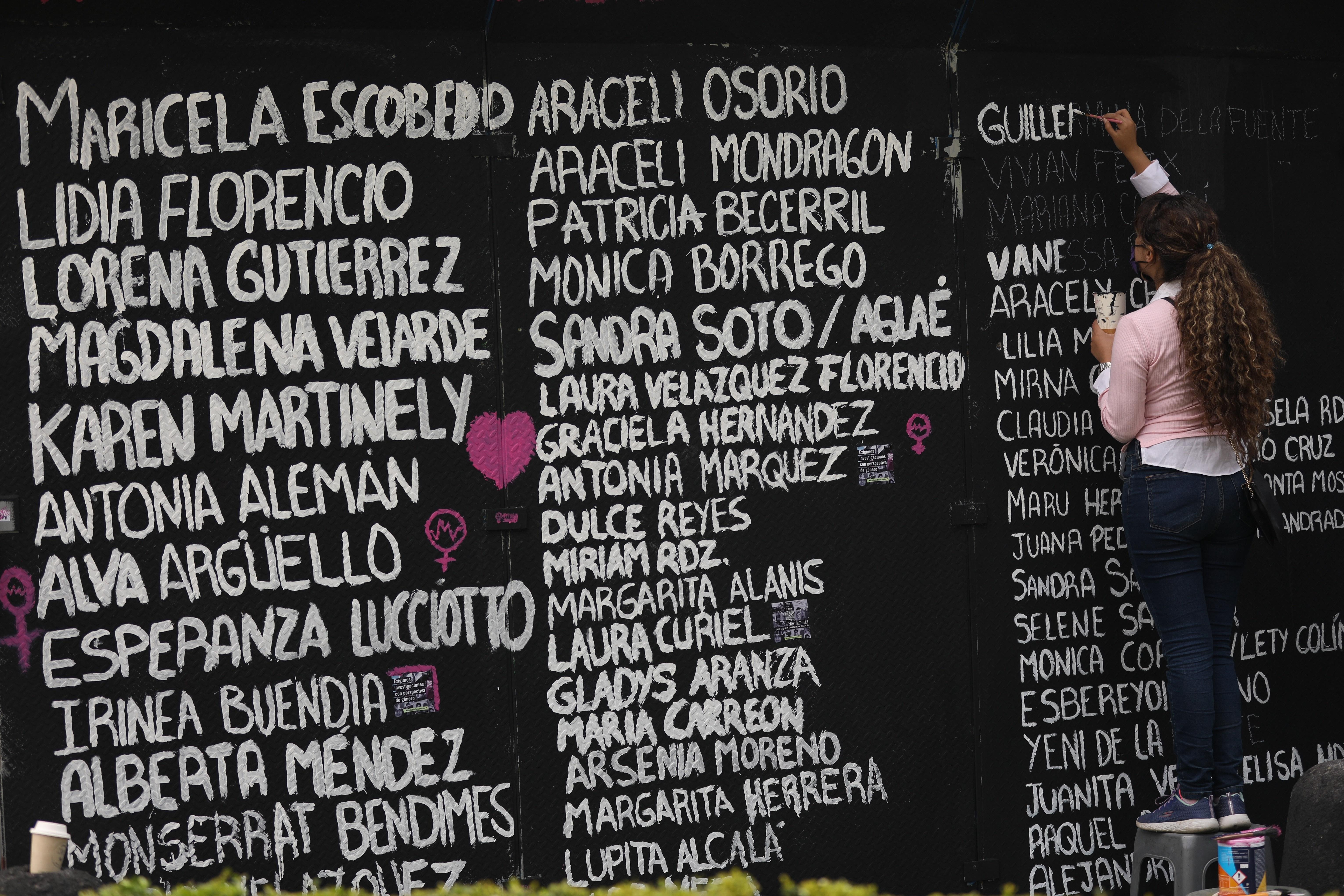 """El grito visual de """"las mujeres que luchan"""" contra la violencia en México"""