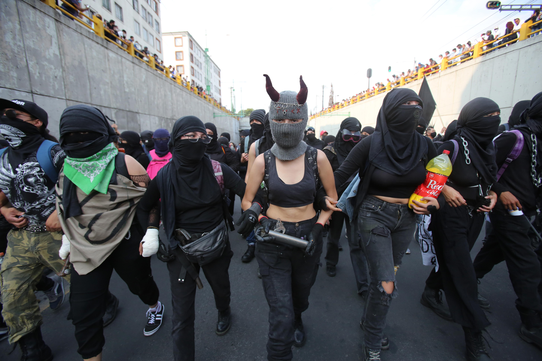 """Ciudad de México marcha por los 53 años de la masacre de Tlatelolco: """"Los que logramos salvarnos aquí estamos"""""""