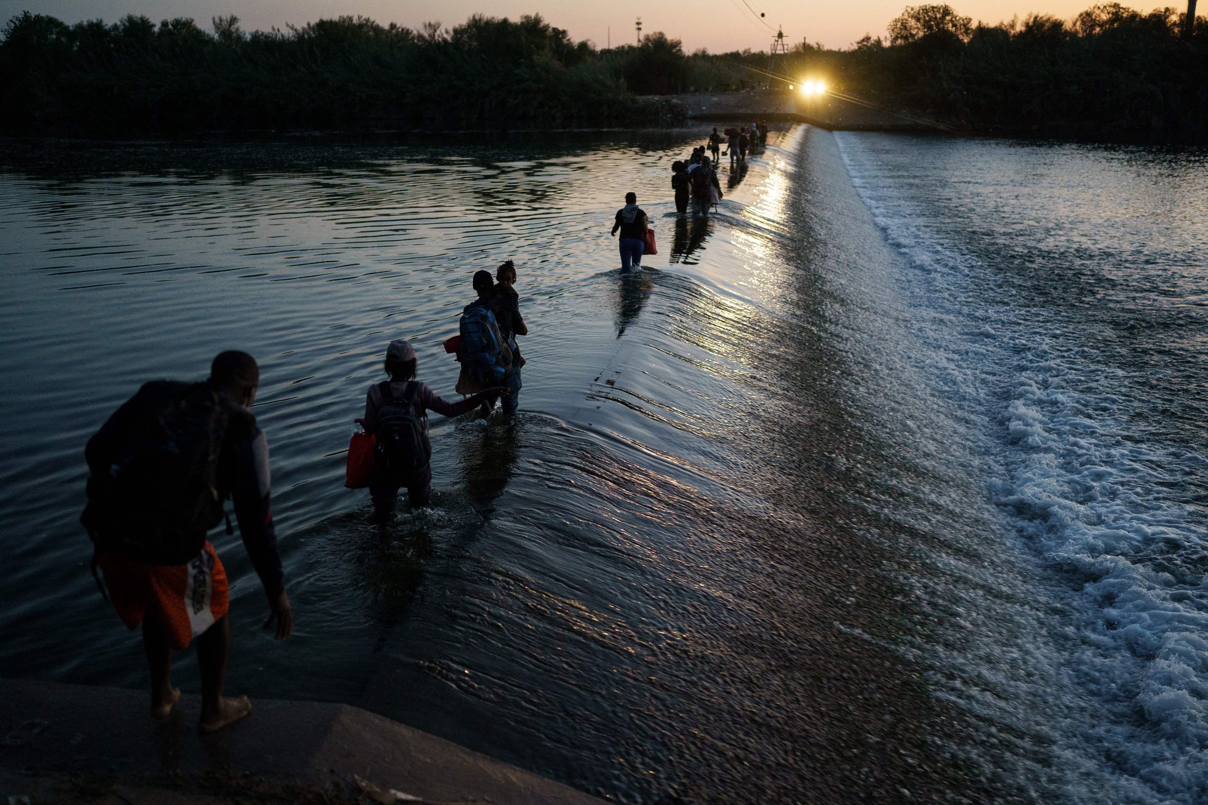 EE UU planea expulsar a miles de haitianos retenidos en el sur de Texas