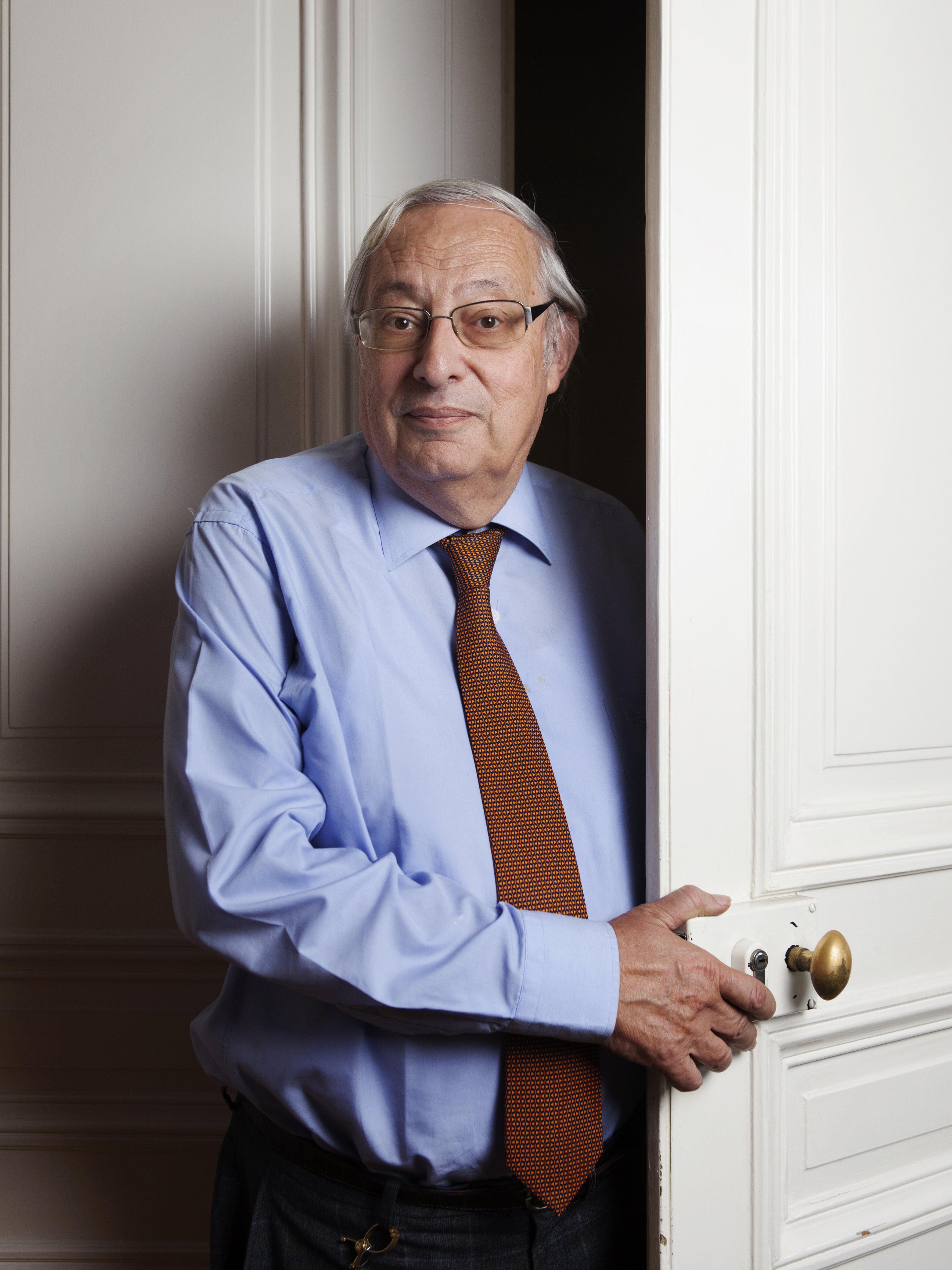 Bertrand Badie en su despacho del instituto de Estudios Políticos en el año 2016.