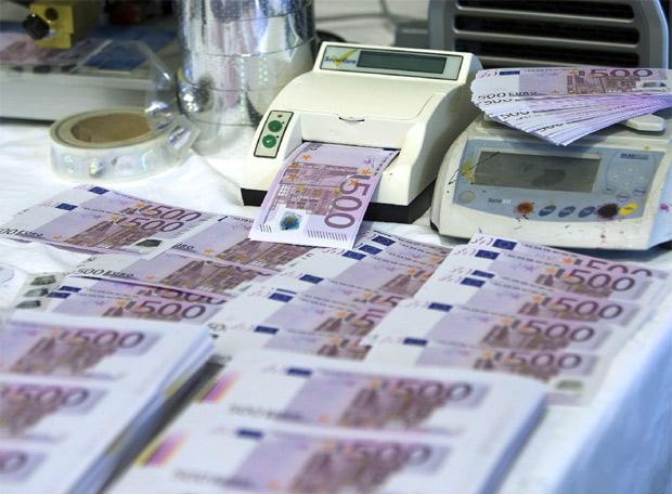 El número de billetes falsos cae a su nivel más bajo desde que existe el euro