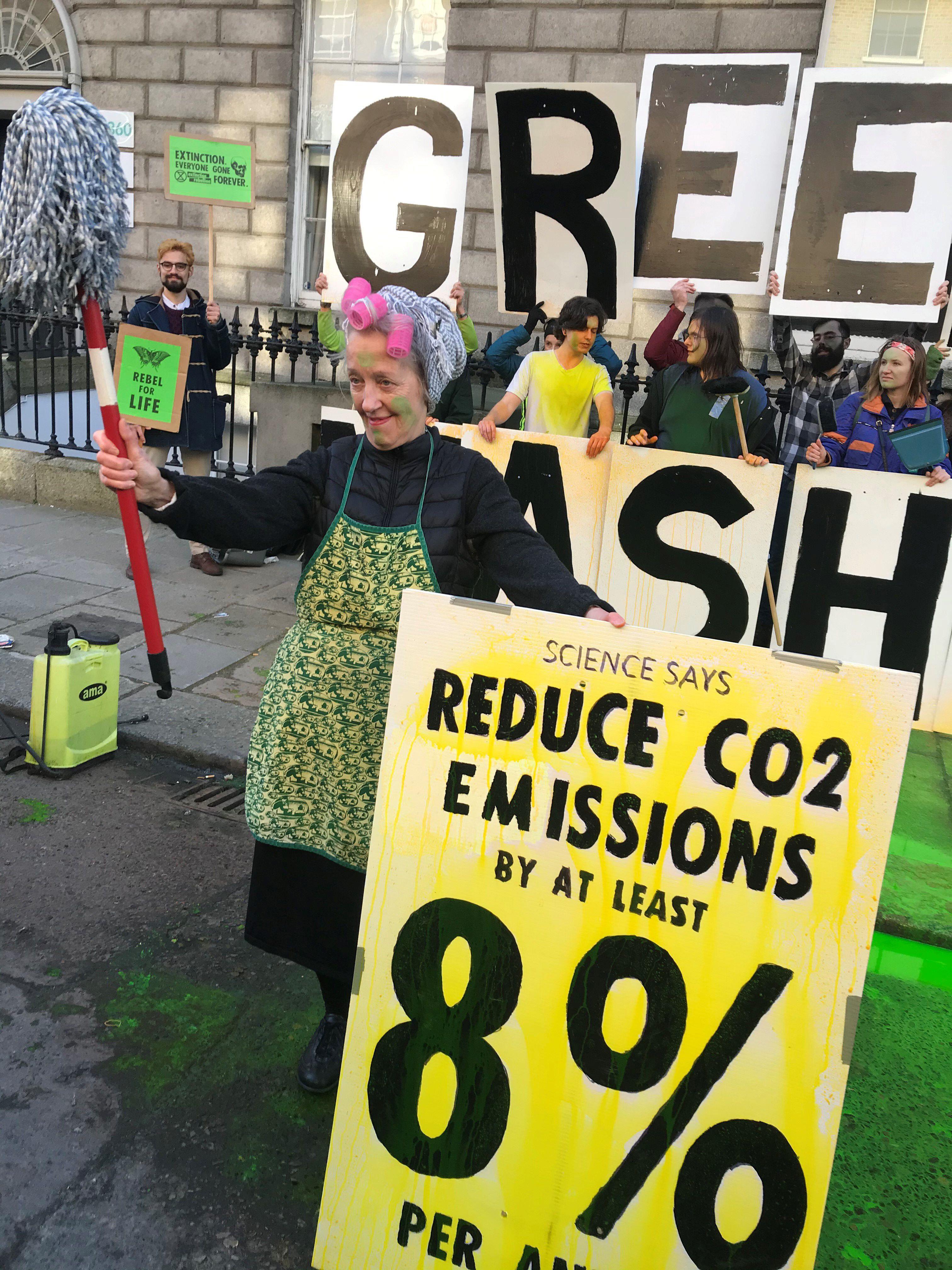 Las protestas por simular políticas contra el cambio climático son cada vez más frecuentes.
