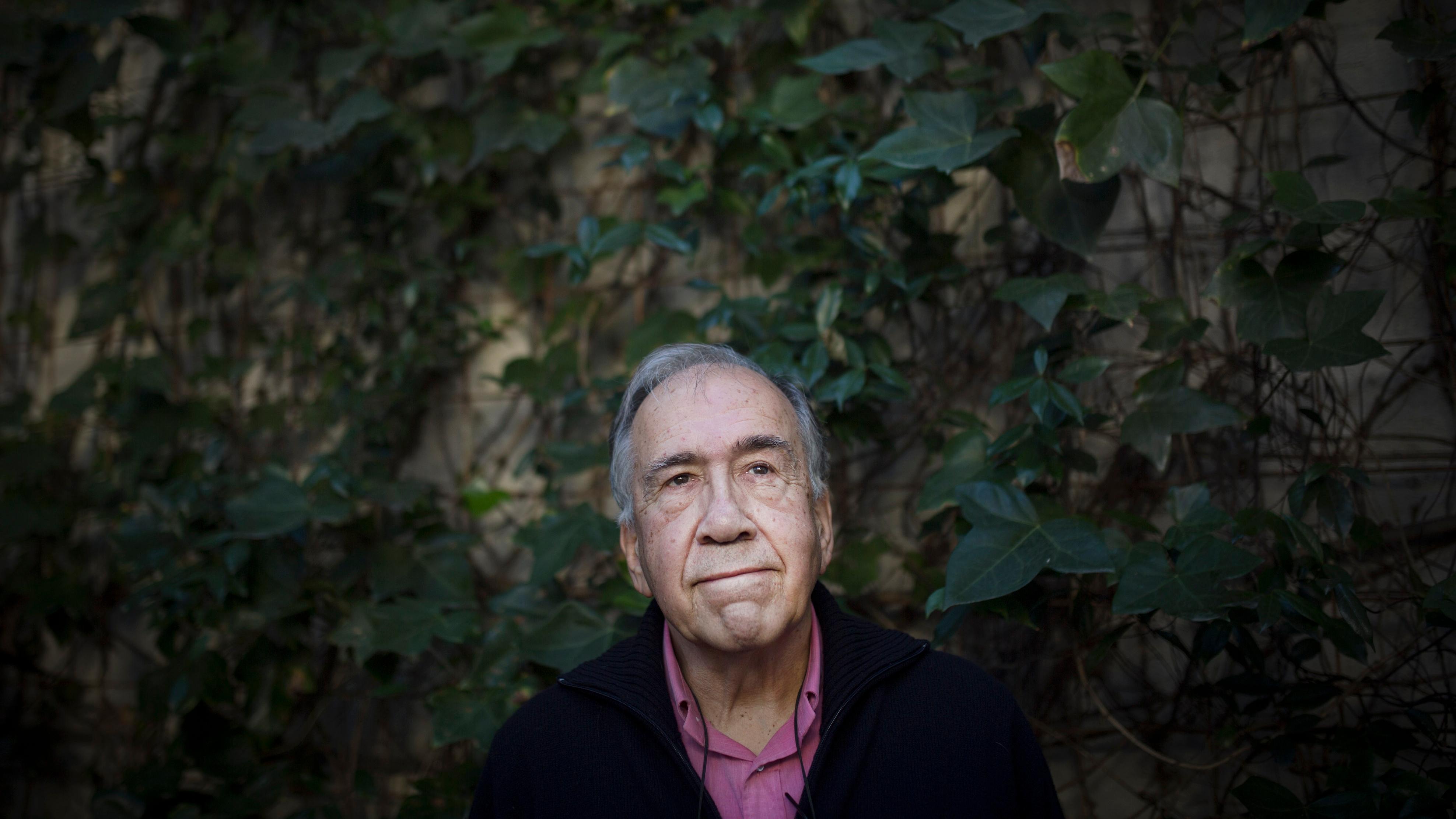 12/01/2016 - Barcelona - En la imagen el poeta Joan margarit en su casa de Sant Just desvern. foto: Massimiliano Minocri