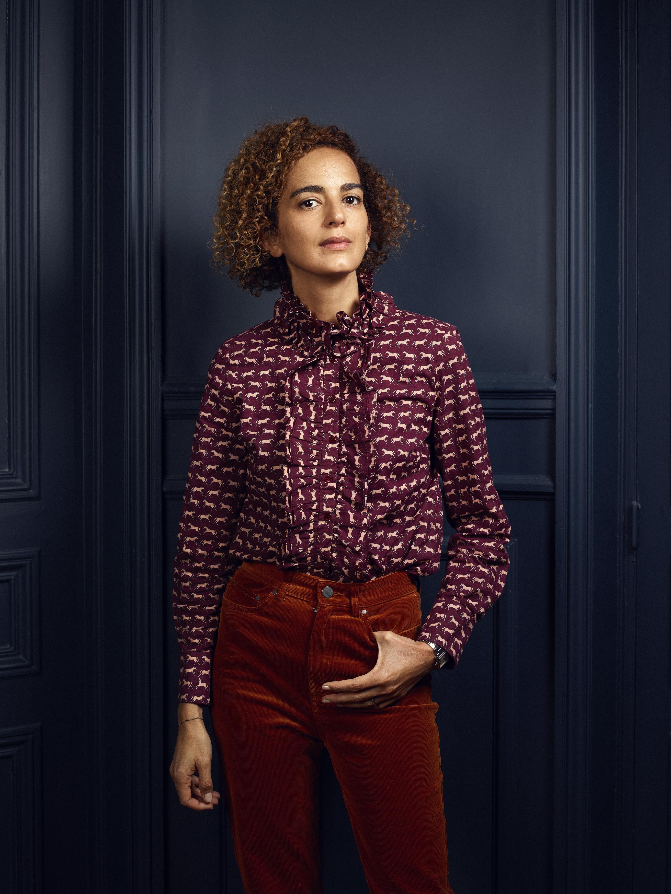 La escritora Leïla Slimani, retratada en su casa de París a mediados de febrero.