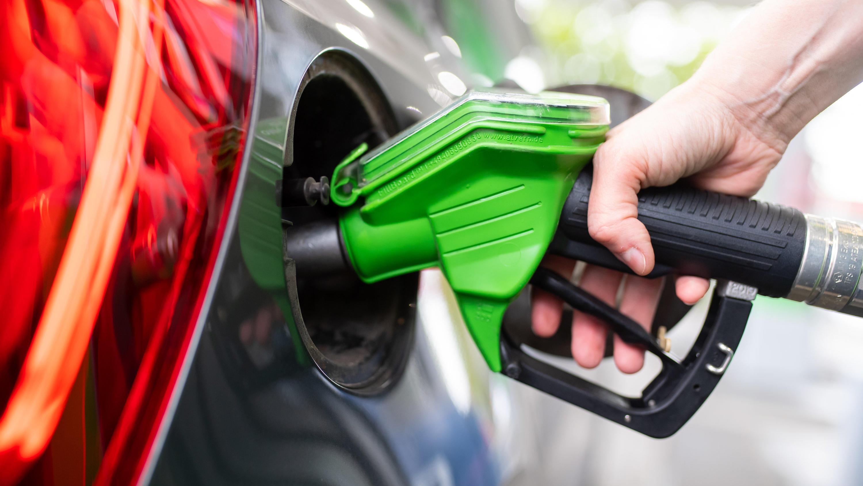Spritpreise 2021: So viel mehr zahlen Sie für Benzin und ...