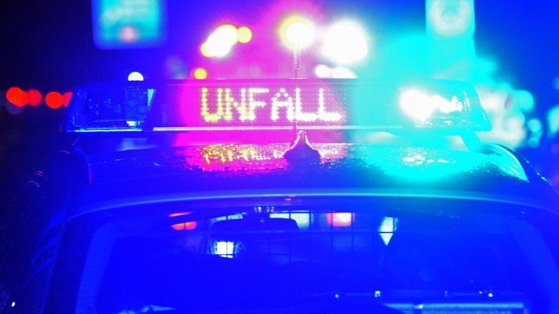Autofahrerin stirbt nach Kollision mit Baum