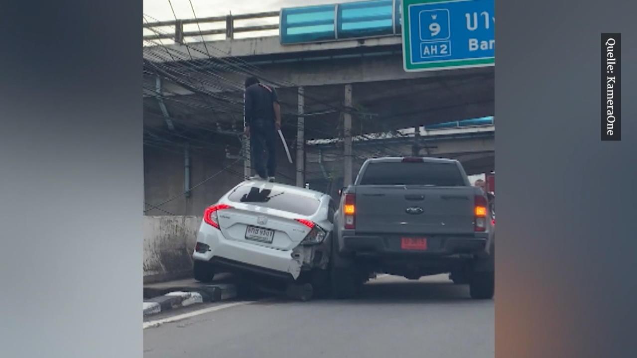 Bangkok: Mann zückt Samurai-Schwert und bedroht anderen Autofahrer
