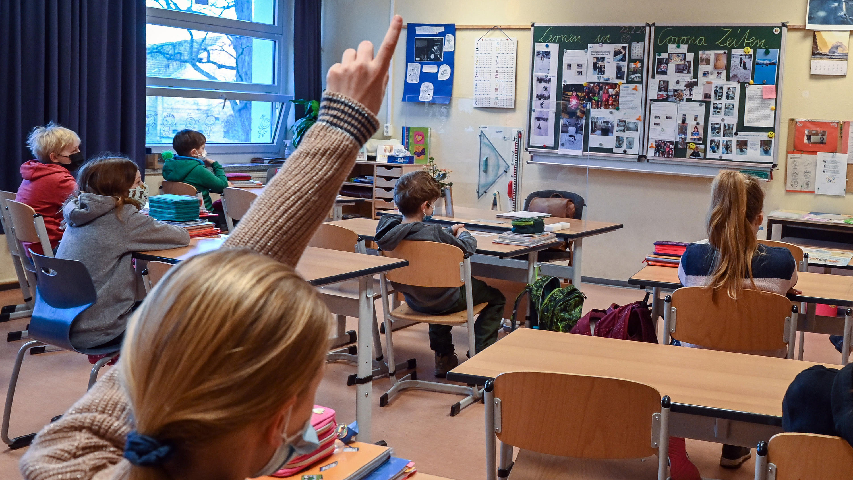 FDP fordert Corona-Hilfen für Schüler und Studenten: Sitzenbleiben nicht anrechnen