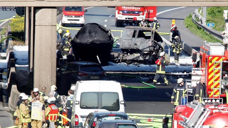 Brückenabriss nach Lasterbrand: A40 für zehn Tage gesperrt