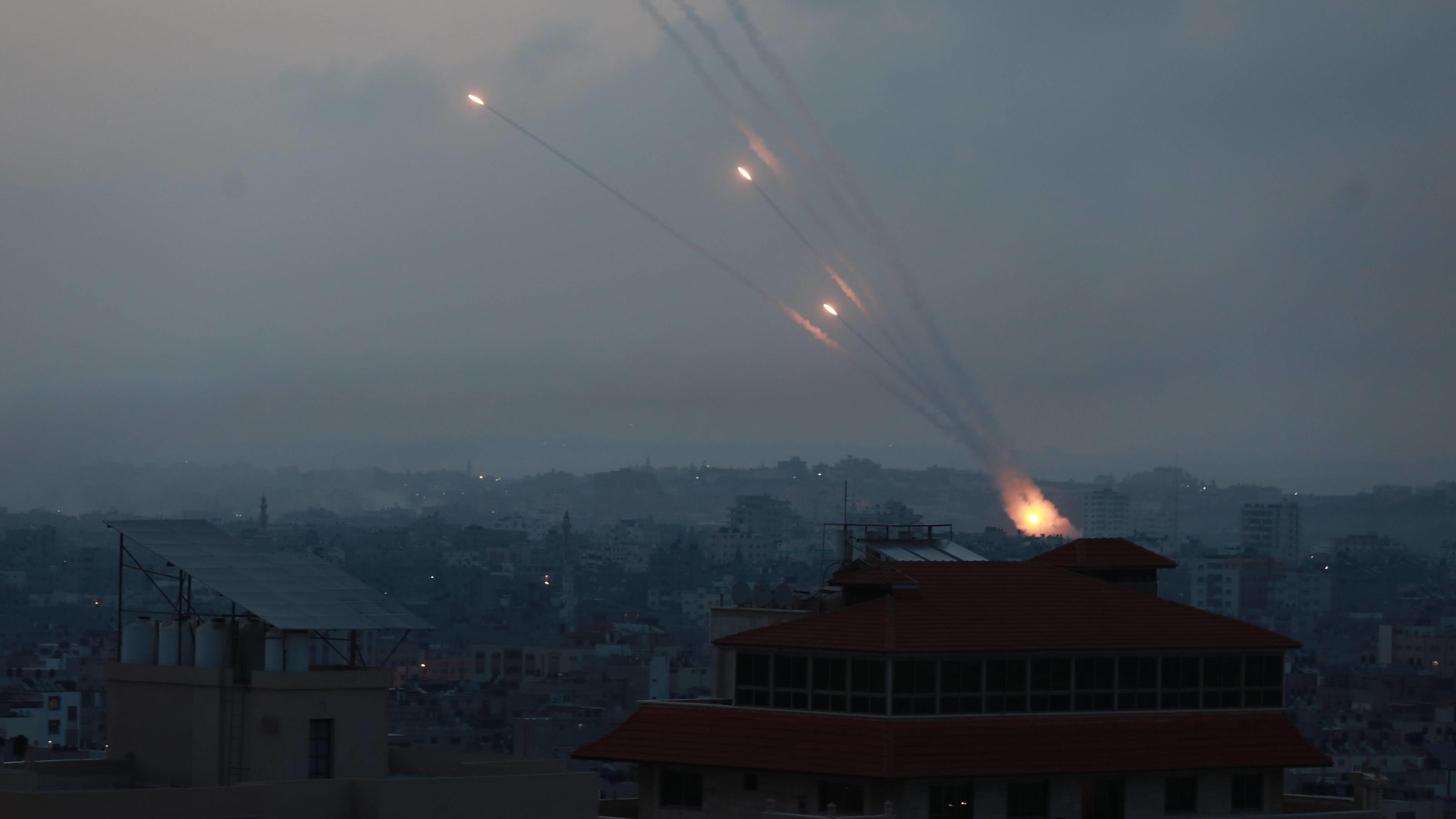 Angst und Terror in Israel: Raketen-Regen tötet Vater (52) und Tochter (16) in Lod
