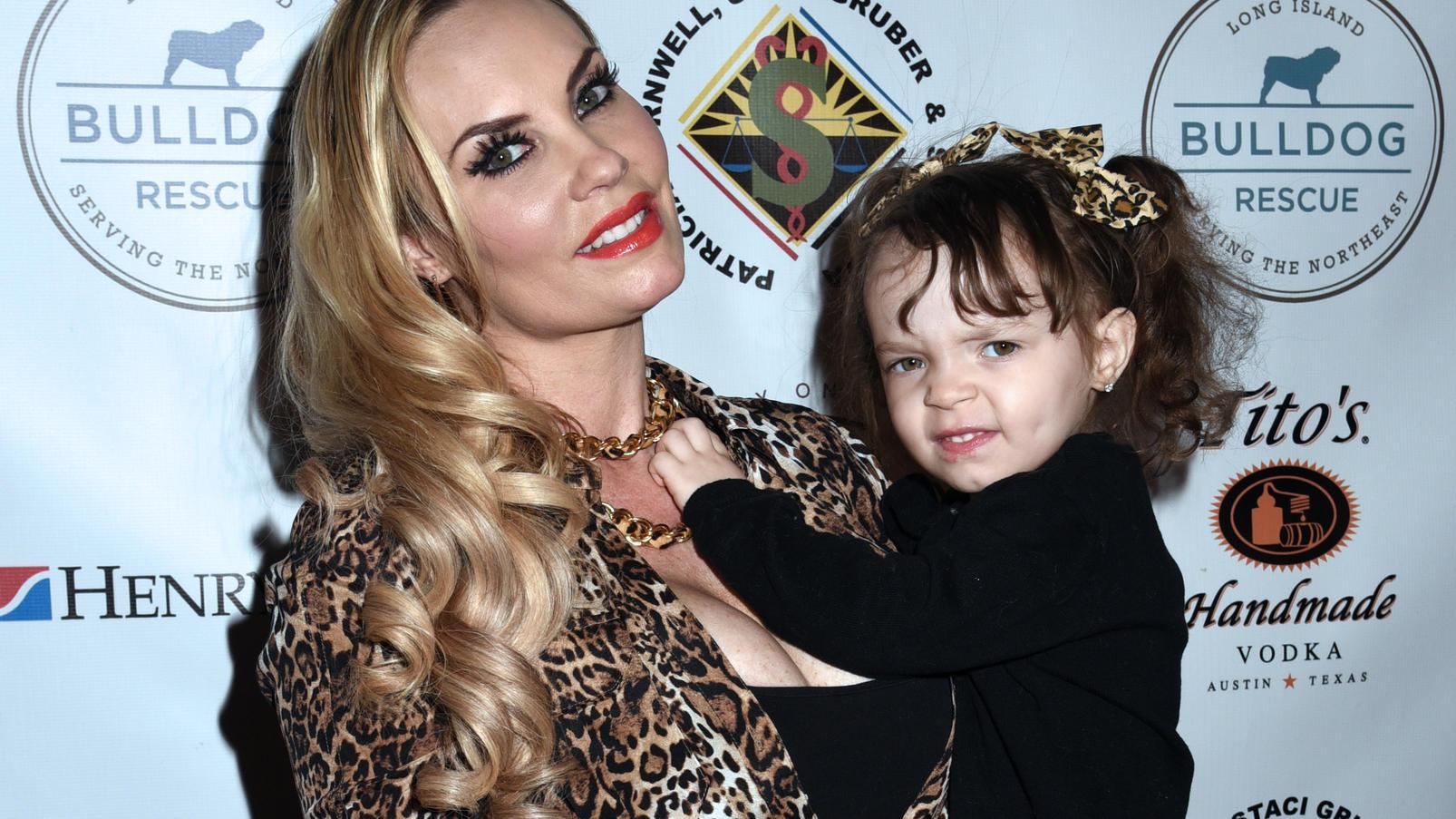 Erotik-Model Coco Austin stillt Tochter Chanel (5) immer noch