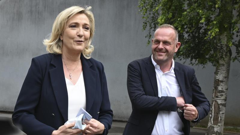 frankreichs-rechtsextreme-bei-regionalwahlen-auf-platz-zwei