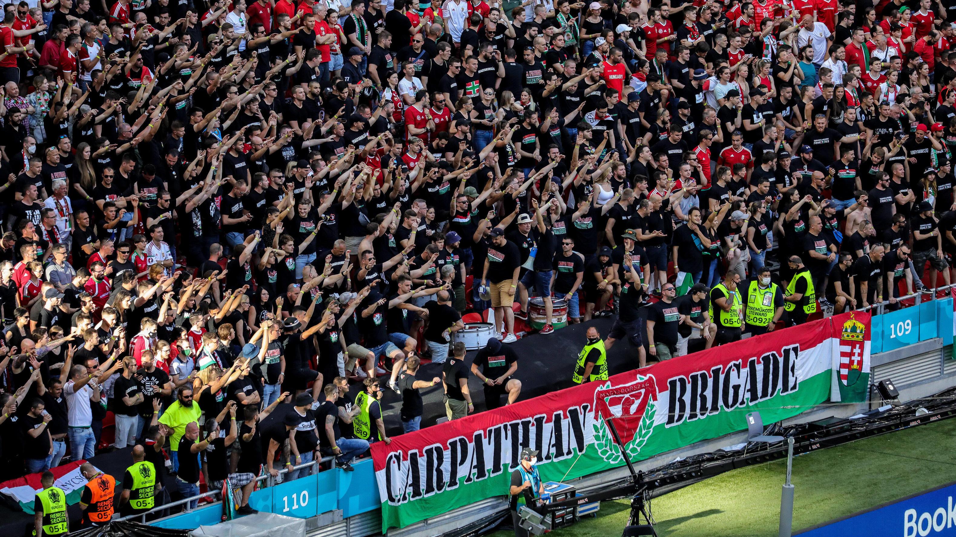 EM 2021: Karl Lauterbach und Uli Hoeneß kritisieren volles EM-Stadion und Gedränge in Budapest