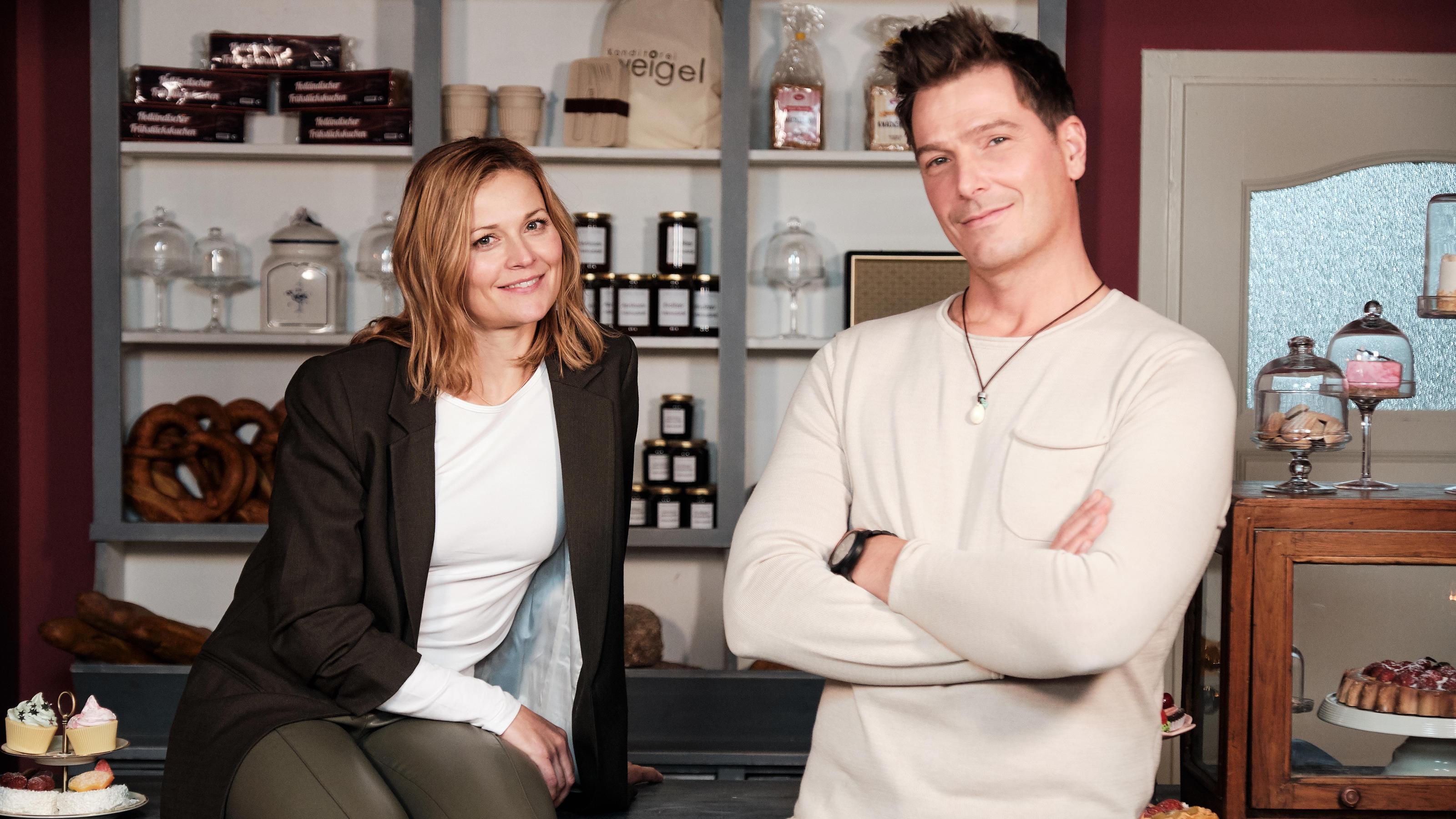 """""""Unter uns""""-Comeback nach 23 Jahren: Corinna und Chris Weigel kehren in die Schillerallee zurück - RTL Online"""
