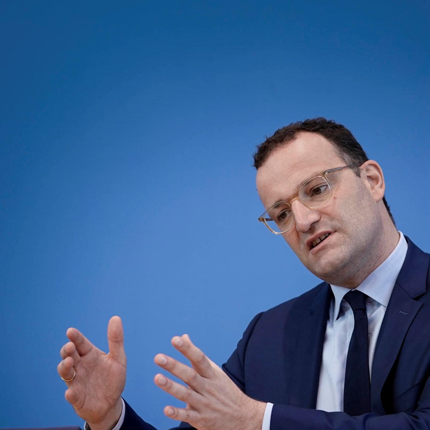 Gesundheitsminister Jens Spahn - So viele Impfungen fehlen für einen sicheren Winter