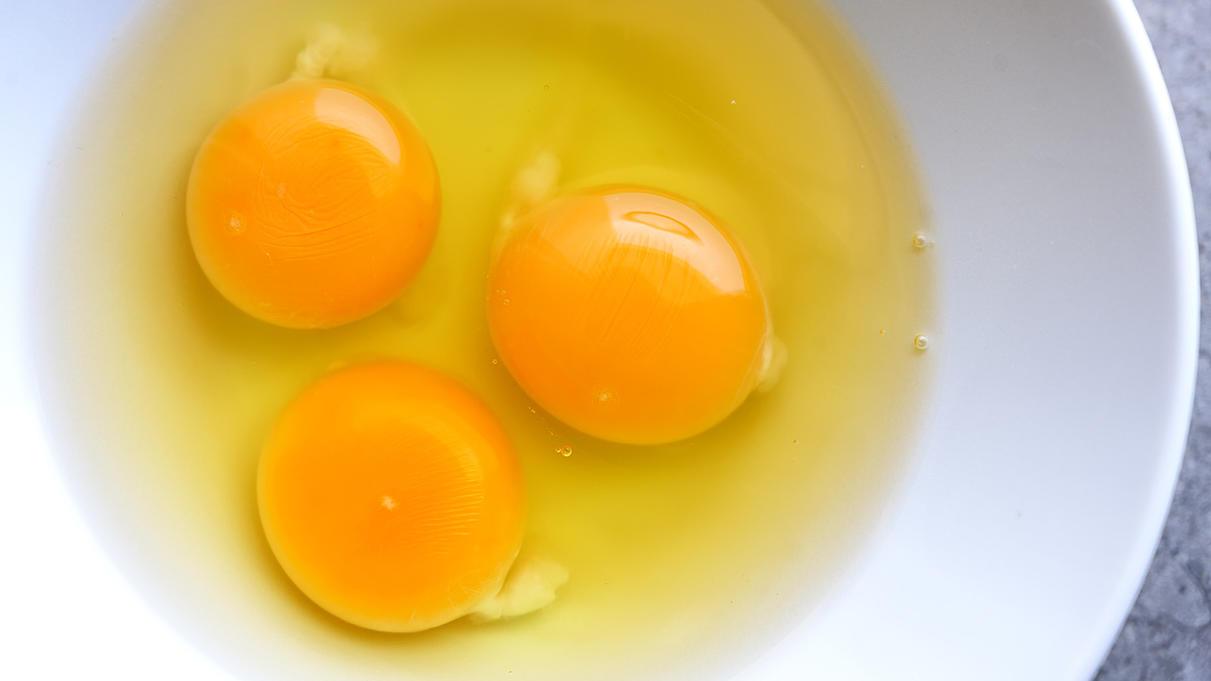 Kann man den Faden am Eigelb mitessen? Das müssen Sie über die Hagelschnur im Ei wissen - RTL Online
