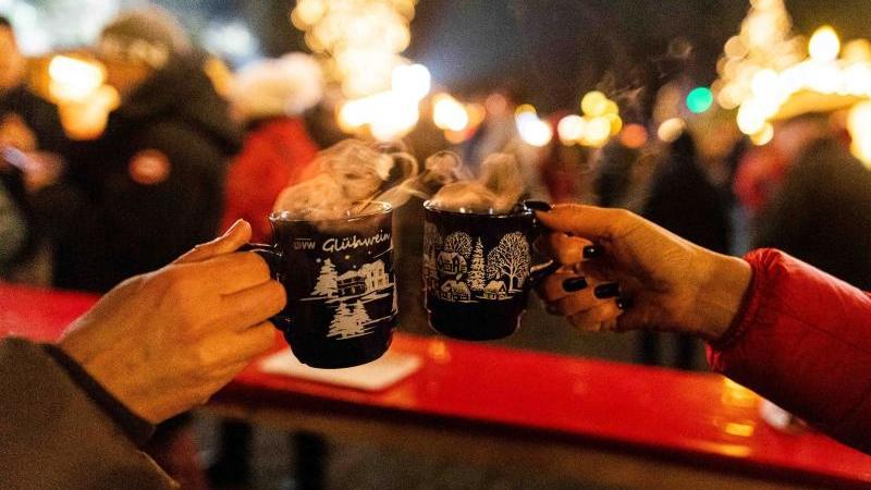 Ausschank von Alkohol auf Weihnachtsmärkten begrenzt