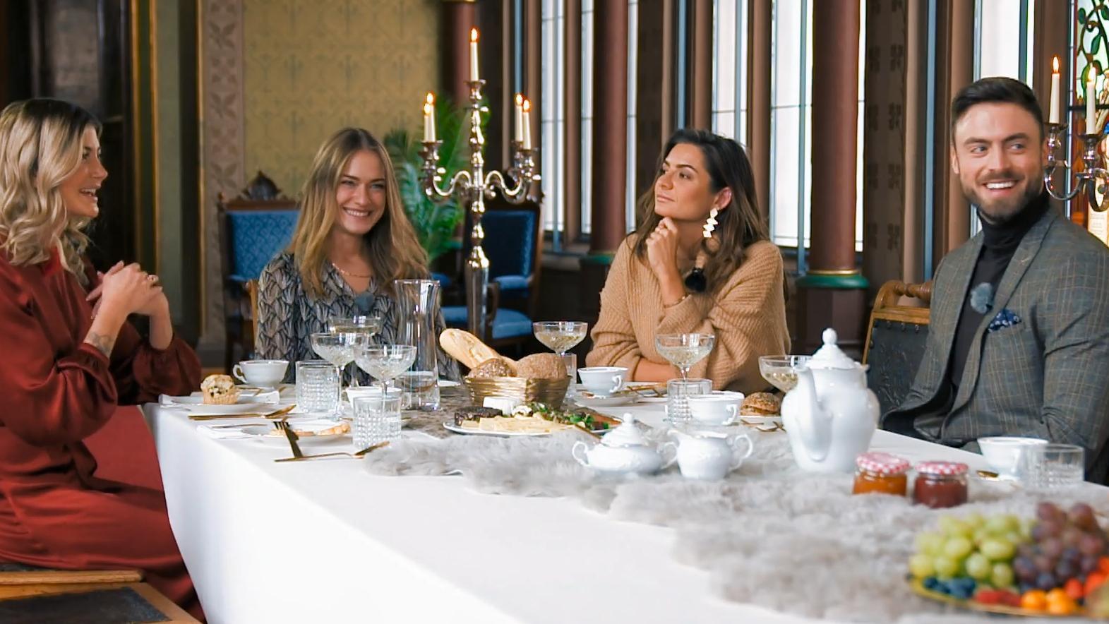 Beim Eltern-Date: Die Ladys wollen sich gegenseitig übertrumpfen - RTL Online
