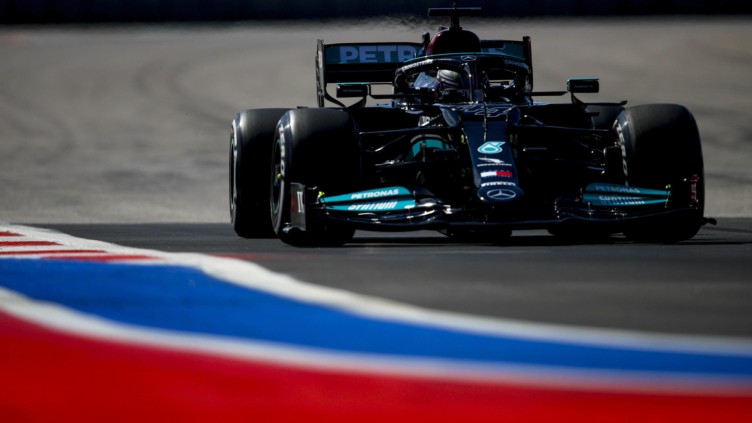 Formel 1 in Sotschi: Mercedes gibt im 1. Training den Ton an - aber Max Verstappen nah dran