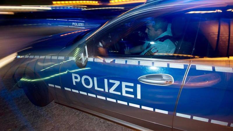Betrunkener fährt gegen geparkte Autos: 50 000 Euro Schaden
