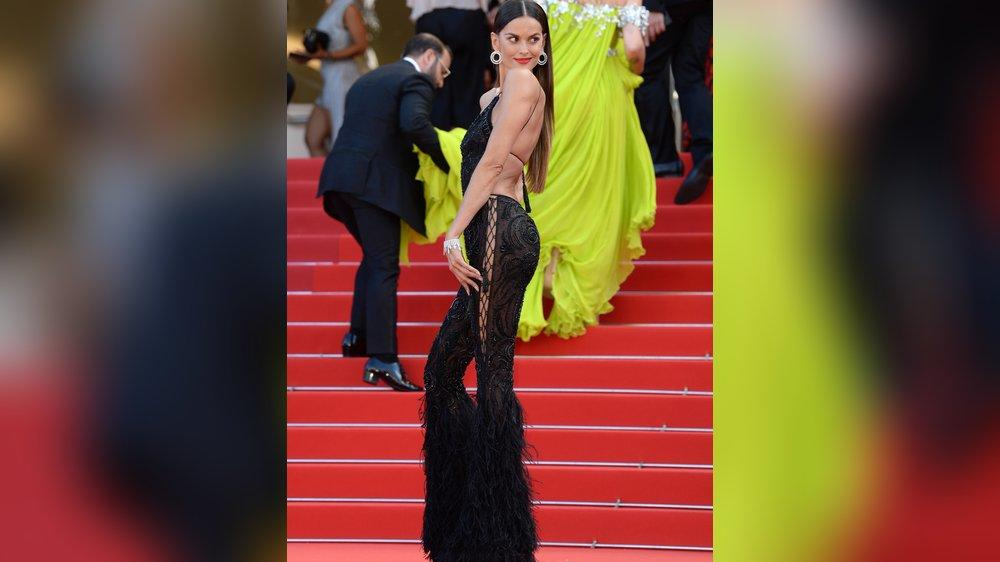 Model Izabel Goulart zeigt in Cannes viel nackte Haut