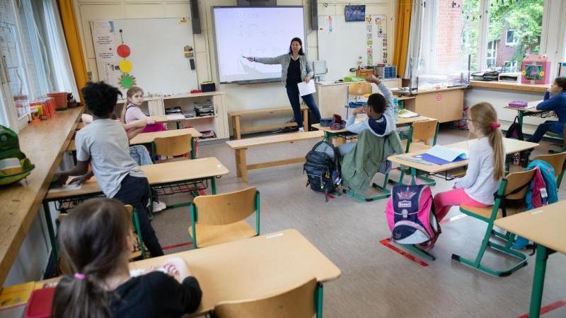 Senator informiert über das neue Schuljahr in Hamburg